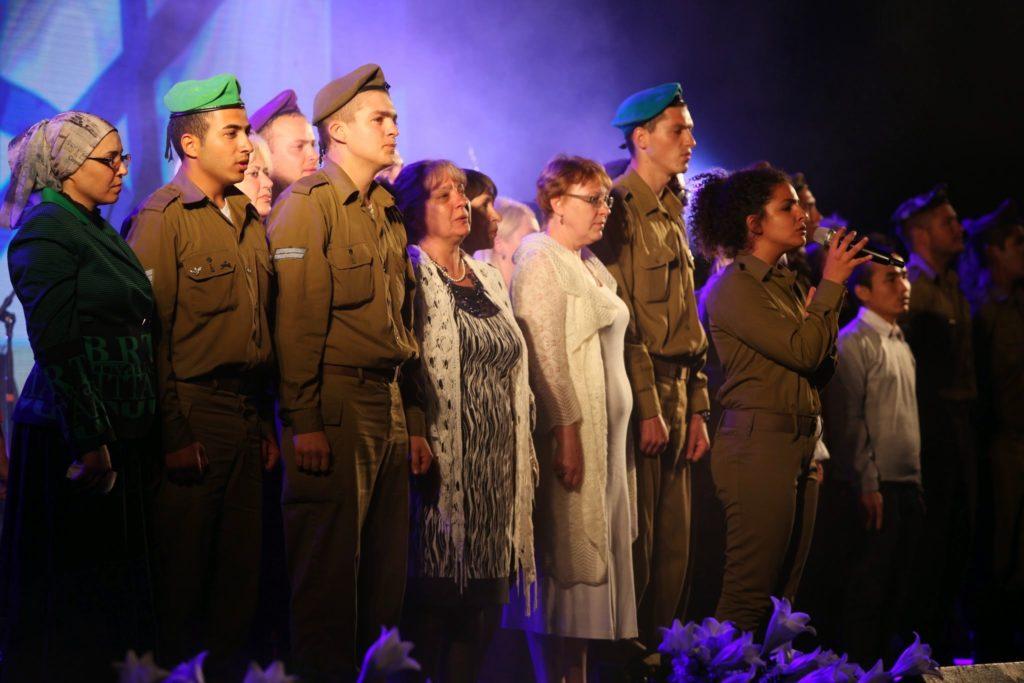 האמהות והחיילים בתקווה